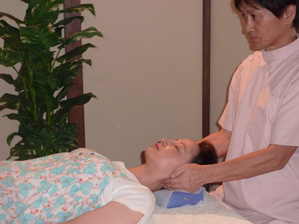 当院は頭の先から足先までトータルで施術し根本解消をはかります。