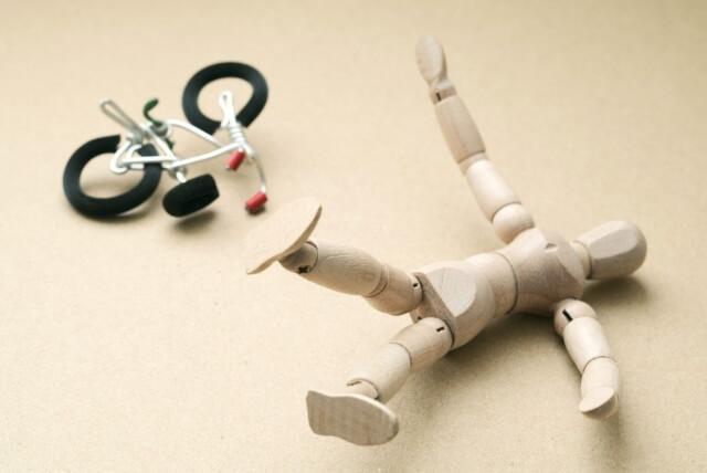 なぜ事故の後遺症で後々腰痛が出てくるのか?