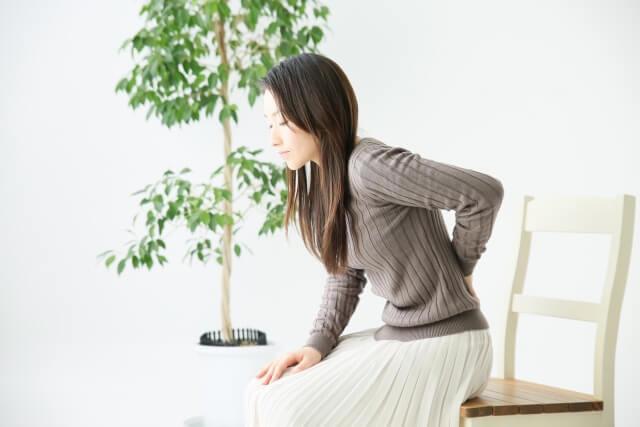 交通事故後から腰痛が徐々に出てくる原因とは?